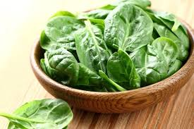 5 incríveis benefícios do espinafre (e tabela nutricional) - Tua Saúde