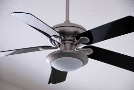 what direction should my ceiling fan