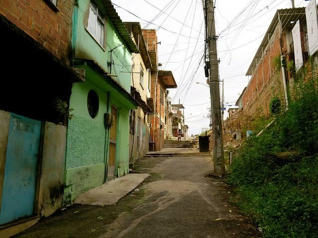 """Resultado de imagem para favelas construçaõ"""""""