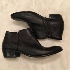 petty black leather ankle boot
