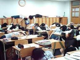 Idee de farsa facuta de elevi profesorilor de 1 Aprilie, in clasa ...