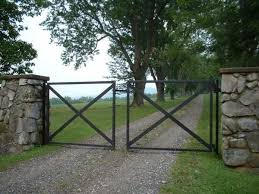 Charming Country Home Driveways Natural Driveway Landscaping Ideas Driveway Landscaping Farm Gate Concrete Landscape Edging