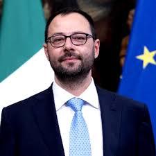 Il Ministro Patuanelli in auto isolamento. Era stato a Flumeri il ...
