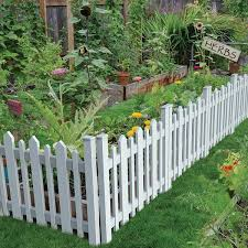 Pin By Holly Grant On Fence Ideas In 2020 Fence Landscaping Small Garden Fence Garden Fence Panels