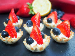 berry phyllo cups with lemon cheesecake