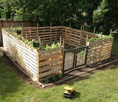 pallet fence ideas anyone can build