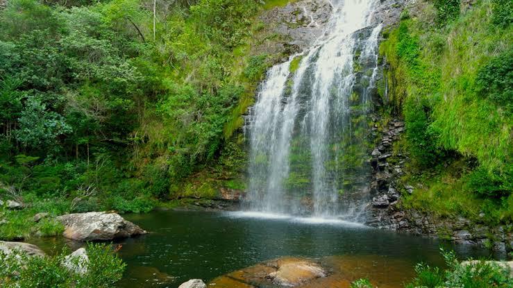 Resultado de imagem para cachoeira da farofa