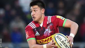 Marcus Smith: Teenage Harlequins fly-half signs professional contract - BBC  Sport