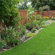 Stunning Privacy Fence Line Landscaping Ideas 22 Privacylandscape Backyard Fences Backyard Fence Landscaping