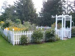 Picket Fence Around Vegetable Garden Fenced Vegetable Garden White Picket Fence Garden Backyard Fences
