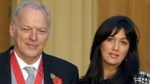 Pink Floyd wife Polly Samson tells of Hove sea rescue - BBC News