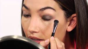 angel lily aldridge gives a smoky eye