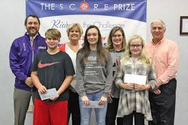 Trousdale students win $100 cash drawing for attendance - Trousdale County  High School