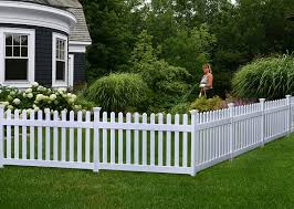 Amazon Com Zippity Outdoor Products Zp19002 Fence Newport 36 H X 72 W White Garden Outdoor