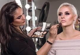 bee a successful makeup artist
