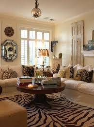 decorating a round coffee table