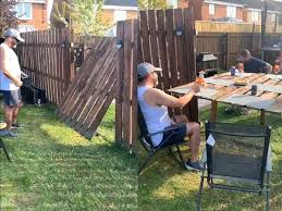 Social Distancing Bar Fence Social Distancing Bar Ideas Neighbours Enjoy Drinks At Diy Social Distancing Fence Bar Watch Trending Viral News