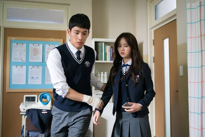 Kim Jojo and Han Jyeong in school medical room