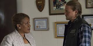Why CCH Pounder Was Given The Gig On Sons Of Anarchy - CINEMABLEND