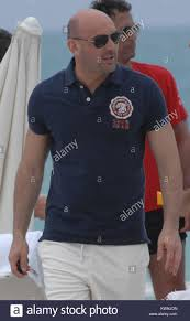 MIAMI BEACH, FL - MARZO 29: Walter Zenga un pensionato calciatore italiano  che ora serve come capo allenatore di UAE League team Al-Nasr era visto oggi  sulla spiaggia di Miami con i