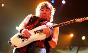 IRON MAIDEN's ADRIAN SMITH On Bands That Use Pre-Recorded Tracks ...