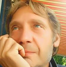 Adam Clark - viaggiatore temporale - Home | Facebook
