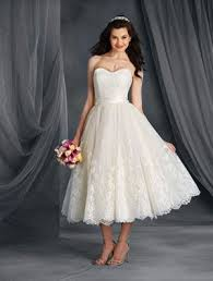 8 interesting wedding dress features to