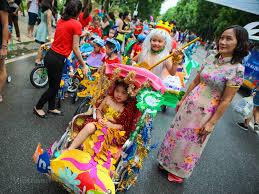 Hàng trăm thiếu nhi diễu hành bằng xe đạp tự chế dịp Trung thu ...