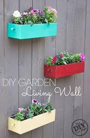 28 Super Unique And Easy To Make Fence Planters Diy Garden Garden Living Living Wall Planter