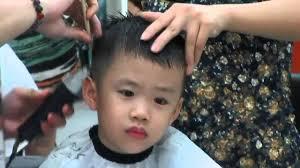 Bé Lê Hoàng, 4 tuổi đi cắt tóc - YouTube