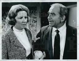 "1973 Press Photo Priscilla Morrill and Edward Asner ""The Mary Tyler Moore  Show"" 