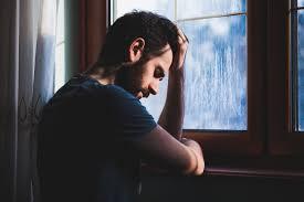 صور رجل حزين اقوى الصور المعبرة عن حزن الرجل بنات كول