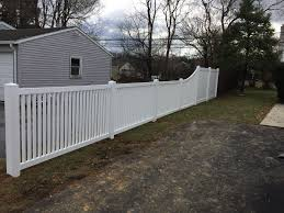 Combination Vinyl Fence Of Arkansas 2 Space Picket Fence With A 4 Foot To 6 Foot Transition Section In The Space In 2020 Vinyl Fence Picket Fence Vinyl Privacy Fence