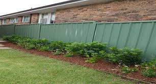How To Construct A Colorbond Fence Better Homes And Gardens