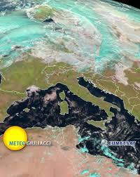 L'Italia oggi dal satellite: un aspetto raro da vedere