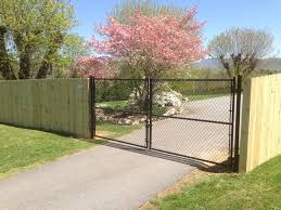 Chain Link Driveway Gate With Wood Privacy Fence Chain Link Fence Gate Chain Link Fence Cost Chain Link Fence