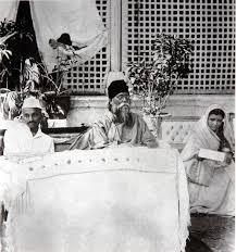 File:Gandhi and Tagore 1920.jpg - Wikipedia