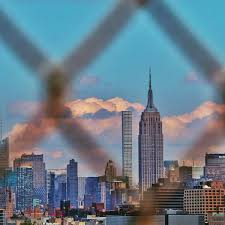 File Empire State Building Through A Fence Jpg Wikimedia Commons