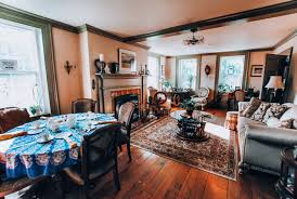 Ontario: Where to stay in Port Hope - Brandon Manor Bed and Breakfast -  GRACE LISA MAY