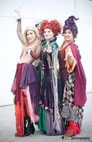 Hocus Pocus - Winifred Sanders, Sarah Sanderson, Mary Sanderson (& Billy  Butcherson)   Group halloween costumes, Halloween costumes, Hocus pocus  costume