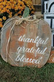 Pin by Breck Sondra Patterson on H O L I D A Y - THANKSGIVING ( FALL )(r*)  | Fall diy, Fall crafts, Fall pallets