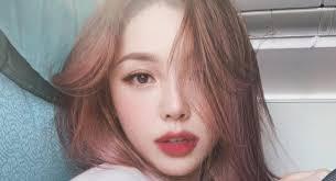 wajah penata rias langganan artis korea