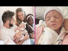Watch Thomas Rhett's Daughter Adorably Meet Her Baby Sister for the First  Time - YouTube