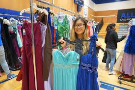 Wife of Warriors David West to give out 1,000 free prom dresses to Bay Area  students