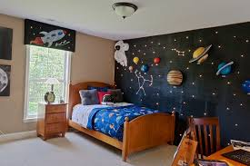 Space Themed Room Ideas Bring The Stars Into Your Home Com Imagens Quartos Decoracao Da Parede Do Bercario Decoracao Quarto Infantil Simples