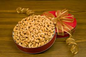 32oz giant whole cashews gift tin