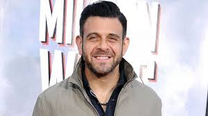 Adam Richman Apologizes for 'Inexcusable Remarks' on Twitter and ...