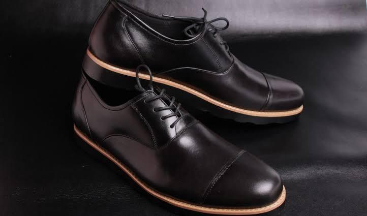 Merawat sepatu pantofel agar tetap terjaga kualitasnya