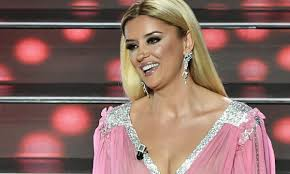 Sanremo 2020, Alketa Vejsiu lascia il microfono acceso e sbotta ...