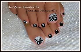 toenail art design black and white